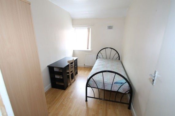 Terraced house to rent in Western Road, Leicester