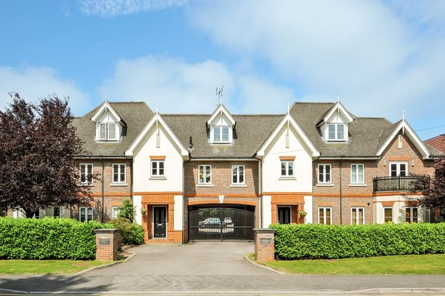 Thumbnail Flat to rent in New Road, Ascot