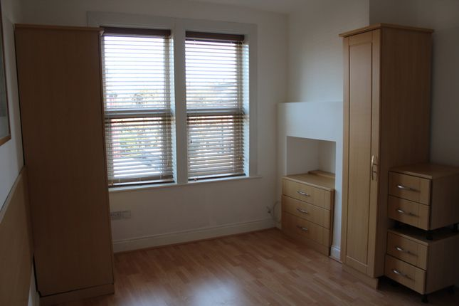 Studio to rent in Ballards Lane, London