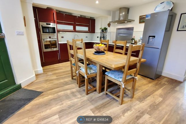 3 bed flat to rent in Drakefell Road, London SE14