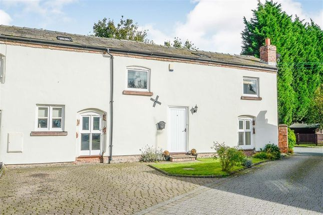 Thumbnail Barn conversion for sale in Ince Lane, Wimbolds Trafford, Chester