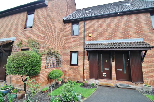 Thumbnail Maisonette to rent in Chapelmount Road, Woodford Green