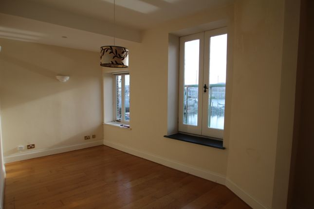 Thumbnail Flat to rent in Vauxhall Quay, The Barbican, Plymouth