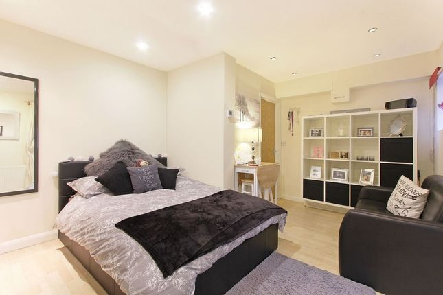 Studio for sale in Denison Road, Colliers Wood, London