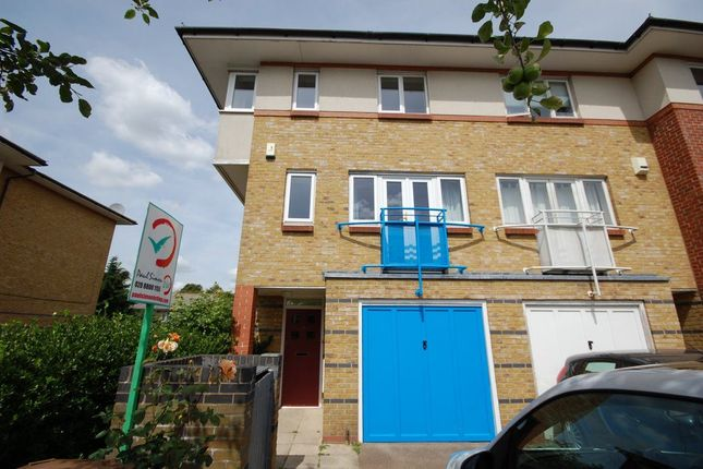 4 bed terraced house to rent in Myddleton Avenue, London
