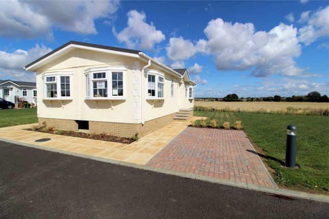 Thumbnail Mobile/park home for sale in New Road, Clifton, Shefford, Bedfordshire