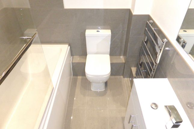 Thumbnail Flat to rent in Victoria Road, Coulsdon
