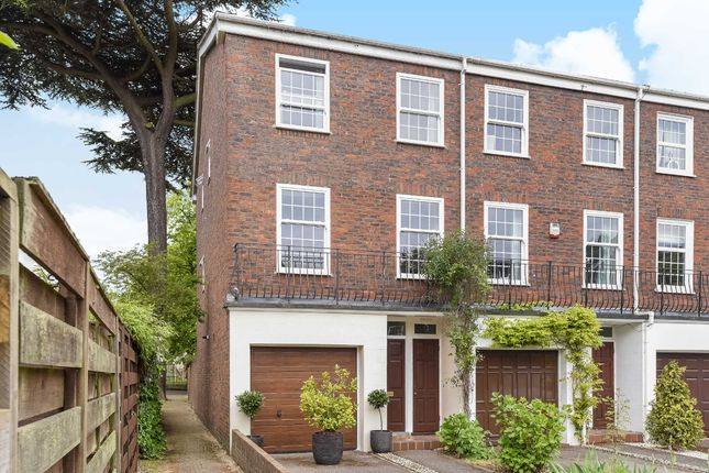 Thumbnail Property For Sale In Broom Park Teddington