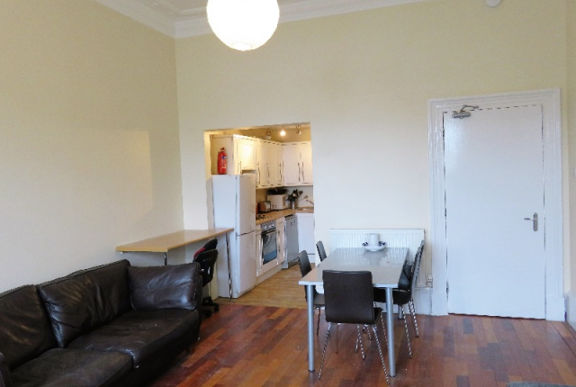 5 bedroom flat to rent in Granville Street, Charing Cross, Glasgow G37Dr,