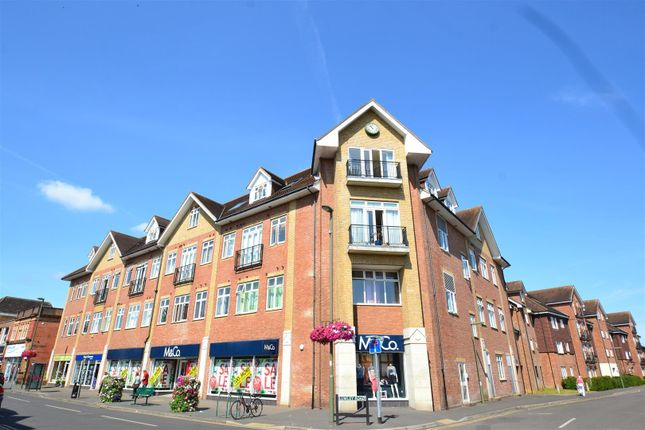 Thumbnail Flat to rent in Lumley Road, Horley