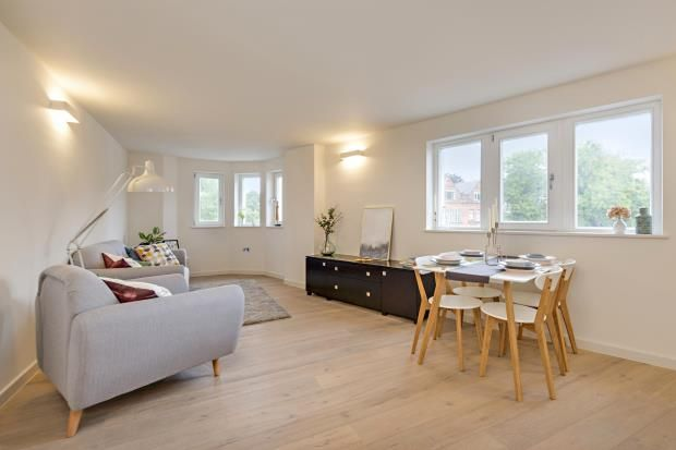 Thumbnail Flat for sale in Archway Road, Highgate, London