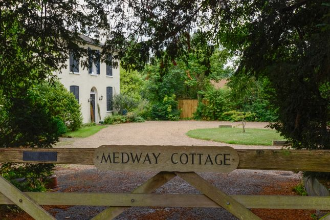 Thumbnail Cottage for sale in Forstal Road, Sandling, Maidstone