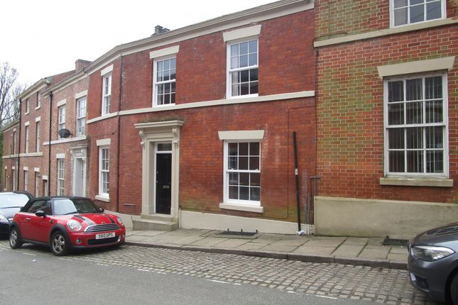 Thumbnail Flat to rent in Frenchwood Street, Preston