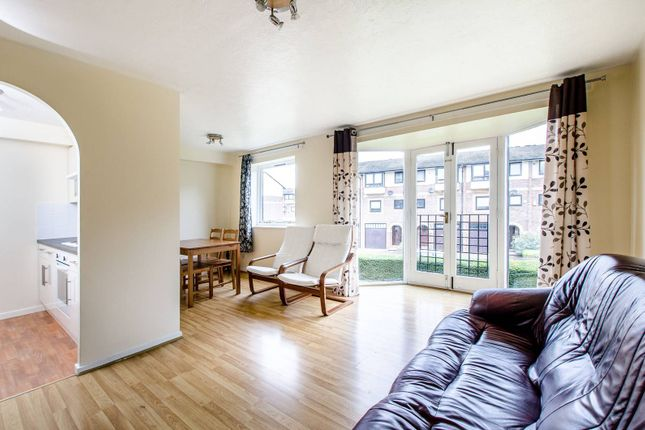 Thumbnail Flat to rent in Barnfield Place, Tower Hamlets