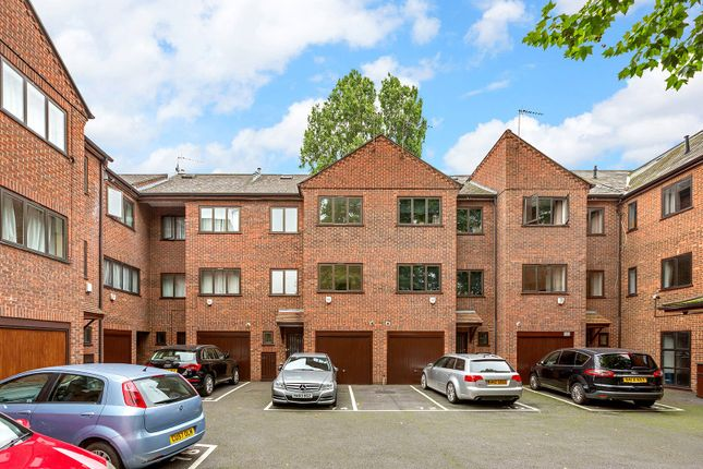 Thumbnail Property to rent in St Helens Garden, London