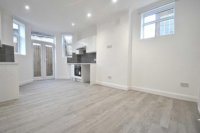 Thumbnail Flat for sale in Oakleigh Mews, Oakleigh Road North, London
