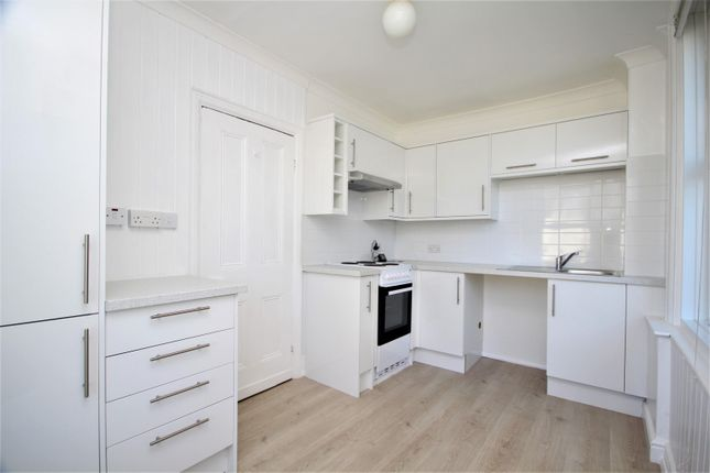 2 bed flat to rent in South Street, Tarring BN14