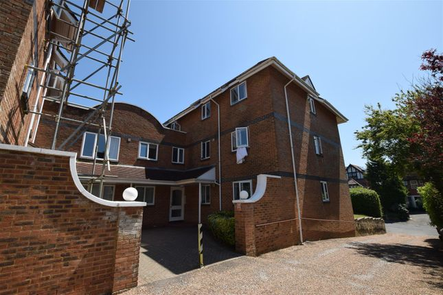 2 bed flat to rent in Hastings Road, Bexhill-On-Sea TN40