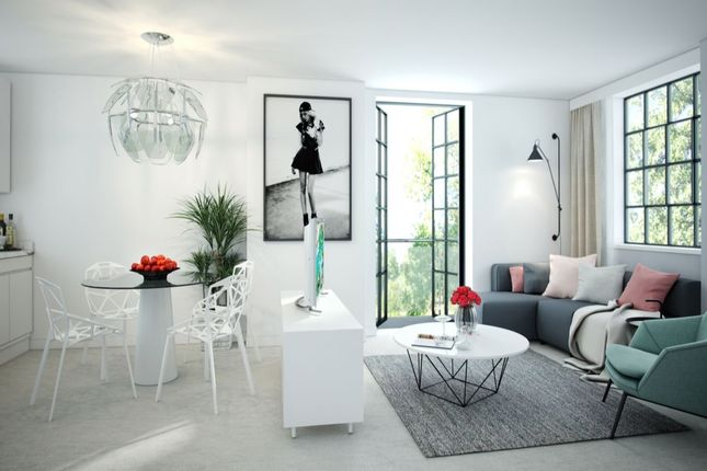 Thumbnail Flat for sale in Oakridge Road, High Wycombe