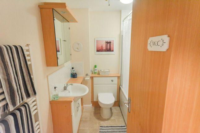 Bathroom of Giles Street, Edinburgh EH6