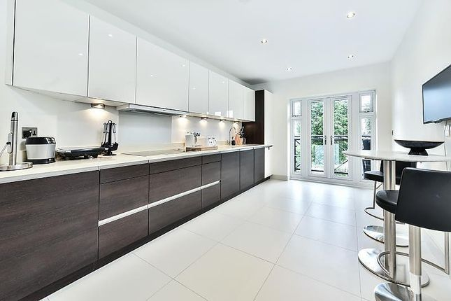 Thumbnail Flat for sale in Athena Court, 27 Chase Ridings Road, Enfield EN2, London