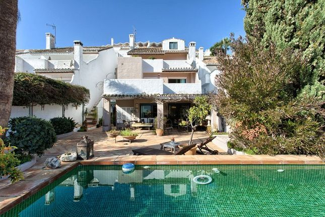 4 bedroom town house for sale in Nueva Andalucía, 29660 Marbella, Málaga, Spain