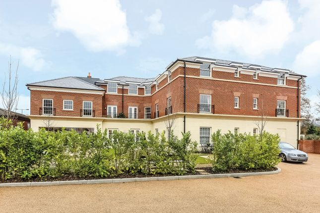 Thumbnail Flat for sale in Hartley Wintney