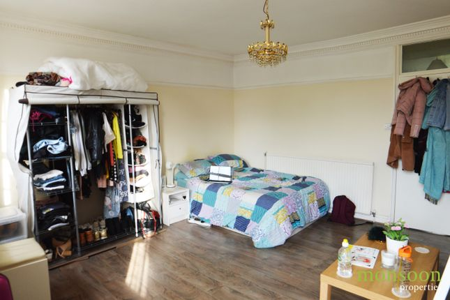 Thumbnail Flat to rent in River Street, London