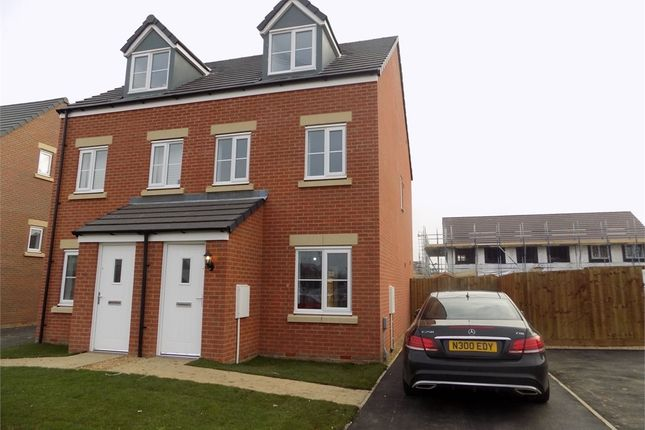 Thumbnail Semi-detached house to rent in Theedway, Leighton Buzzard, Bedfordshire