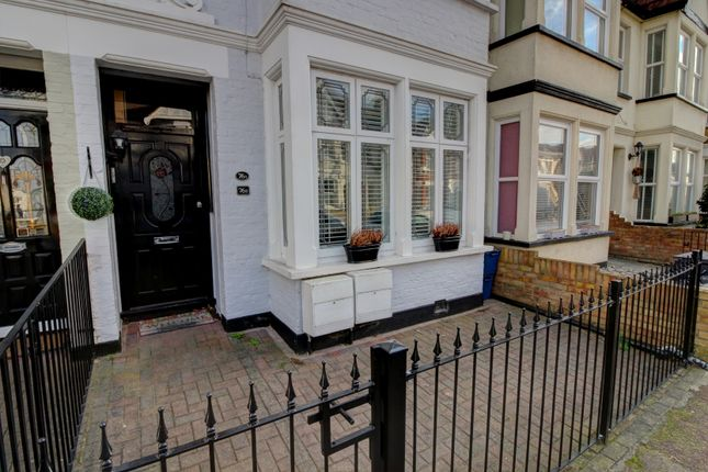 Thumbnail Flat for sale in Pall Mall, Leigh-On-Sea