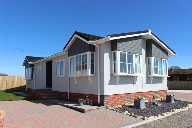 Thumbnail Mobile/park home for sale in Castleton Road, St Athan
