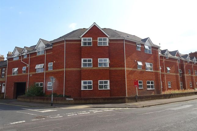 Thumbnail Flat to rent in Winchester Street, Taunton