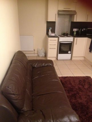 2 bed flat to rent in Oxford Street, Swansea
