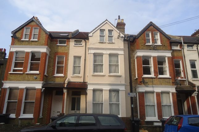 Thumbnail Flat to rent in Kenwyn Road, Clapham Common