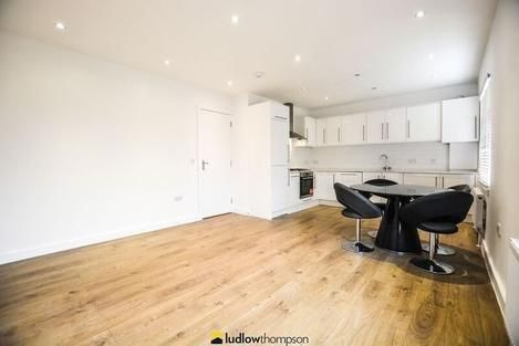 Thumbnail Flat to rent in Sylvester Road, London