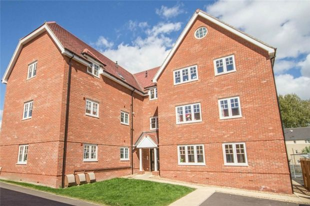 Thumbnail Flat for sale in Hogarth Court, Sible Hedingham, Halstead