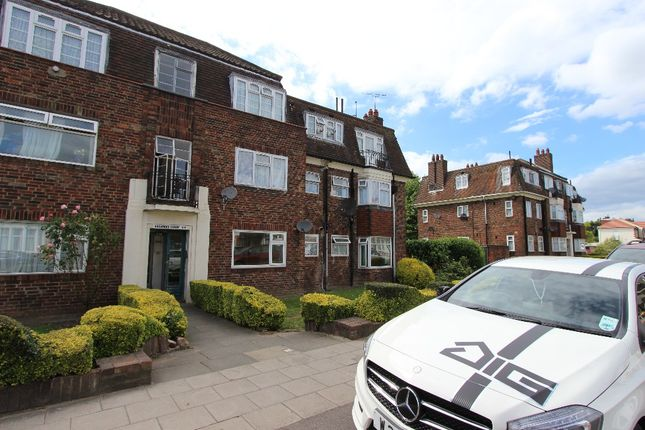 Thumbnail Flat to rent in Breamore Road, Ilford Essex