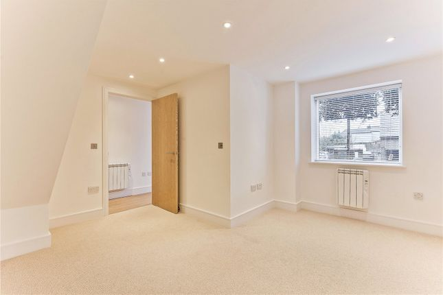 Picture No. 17 of Kinsheron Place, 2 Pemberton Road, East Molesey, Surrey KT8