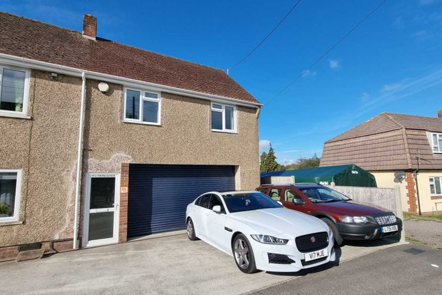 2 bed flat to rent in Chesterfield, Chard TA20