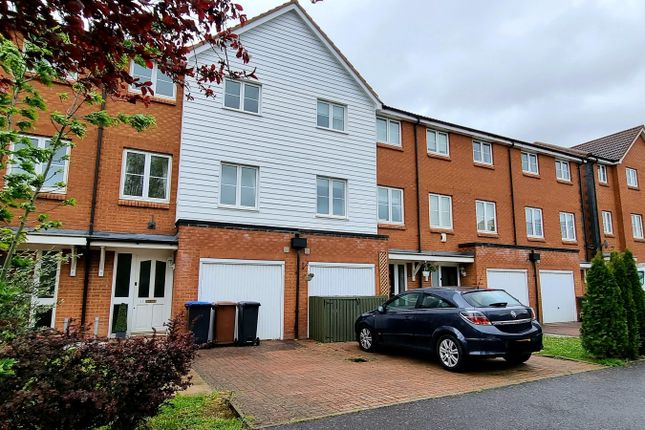 4 bed town house to rent in Chambers Grove, Welwyn Garden City AL7