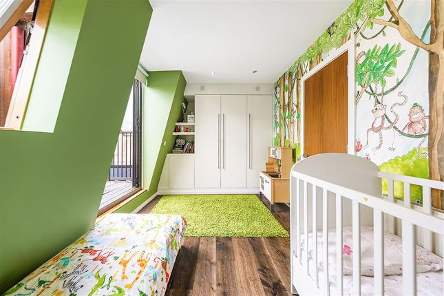 Second Bedroom of Winthorpe Road, London SW15