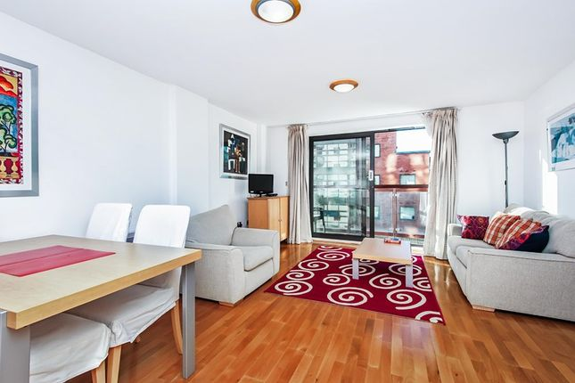 2 bed flat to rent in Montaigne Close, London
