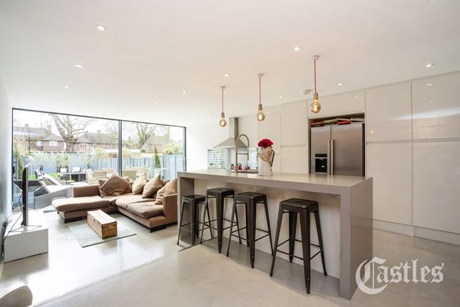 Thumbnail Terraced house for sale in Rokesly Avenue, London