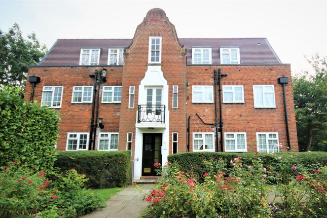 2 bed flat for sale in Belmont Close, Cockfosters EN4