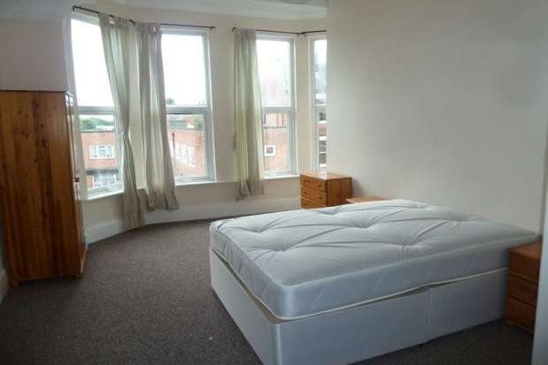 Thumbnail Flat to rent in Three Bedroom, Foxhall Road