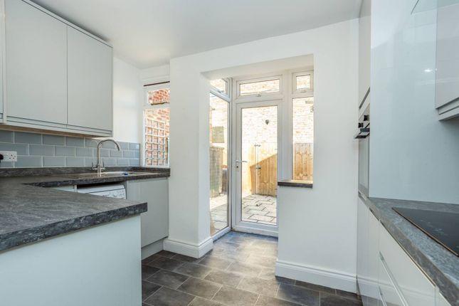 Thumbnail Flat to rent in Smeaton Road, Southfields, London