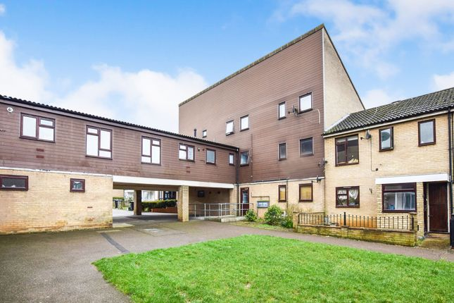 Thumbnail Flat for sale in Taylifers, Harlow