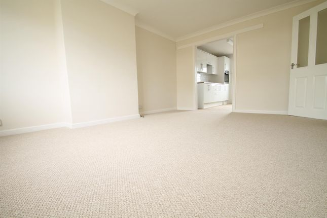 2 bed flat to rent in St. Helier Road, Ferring, Worthing