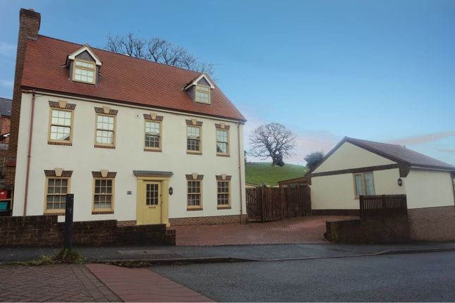 Thumbnail Detached house for sale in Ffordd Spoonley, Llansantffraid