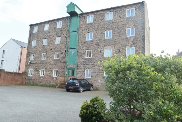 Thumbnail Flat to rent in Harrison House, Eastgate, Louth